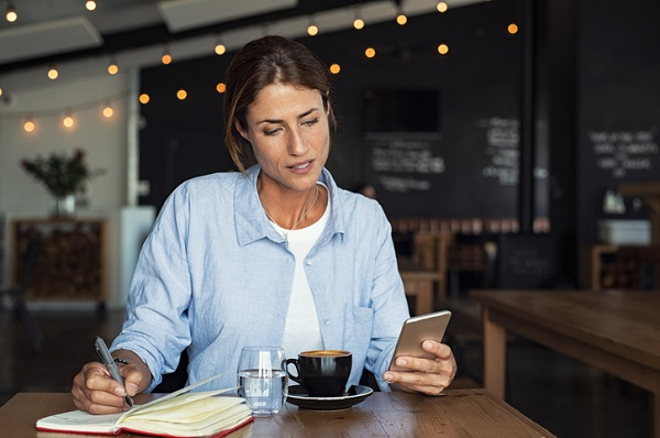 As a freelancer, you can transform your favorite coffee shop into your office